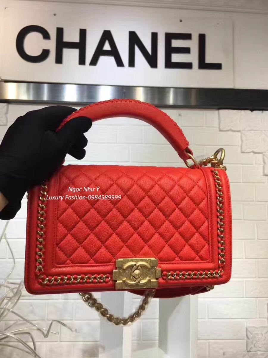 Túi Chanel Boy Medium with Handle in Calfskin + Ruthenium Metal màu đỏ