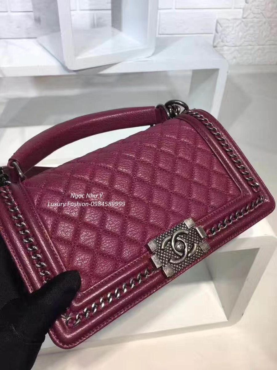 Túi Chanel Boy Medium with Handle in Calfskin + Ruthenium Metal màu đỏ mận