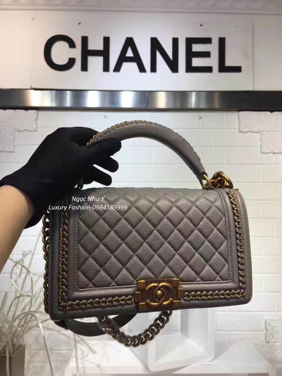 Túi Chanel Boy Medium with Handle in Calfskin + Ruthenium Metal màu ghi